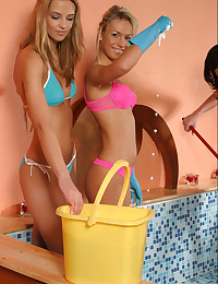 Mandy Lightspeed - The bikini chicks are getting wet and they keep smiling