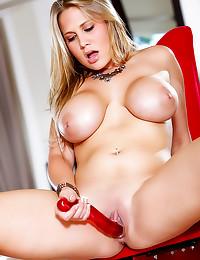 Alanah Rae hot striptease in ...