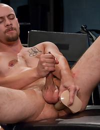 Beefy stud first time on video and first time using the fucking machines.