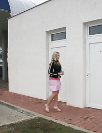 Blonde girl wants surprise from the gloryhole