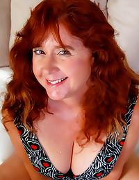 Fat mature redhead shows cunt