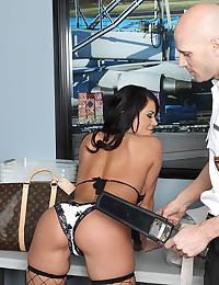 Hot Lingerie Babe Savannah Pumped Raw
