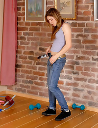 Shaved pussy girl working out