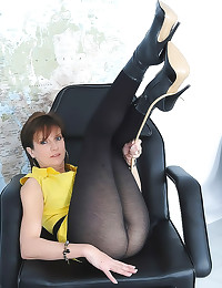 Lady Sonia sexy in pantyhose