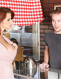 Horny Joslyn James Bounces On Dick