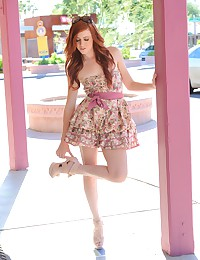 Elle is looking smoking-hot in her pink dress and heels.
