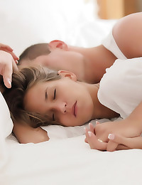 Teen couple wakes and fucks