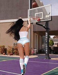 Sporty Brianna Jordan shows her big tits on the basketball court