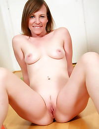Sporty milf strips at home