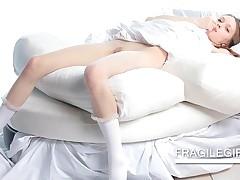 Sensual Teen In White Sheets Rubs Peachy Twat
