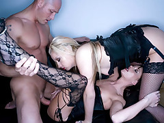 Brunette & Blond Fucking During An Awesome Threesome