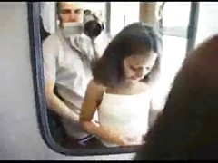 Jeune beurette bais&eacute-e dans un train !