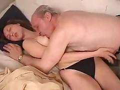 Жесткое порно со старым мужиком