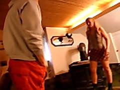 Lutsch den schwanz schlampe - Scene 01
